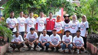 Ihwana Mustafa bersama tim Program BRIGHT di Makassar
