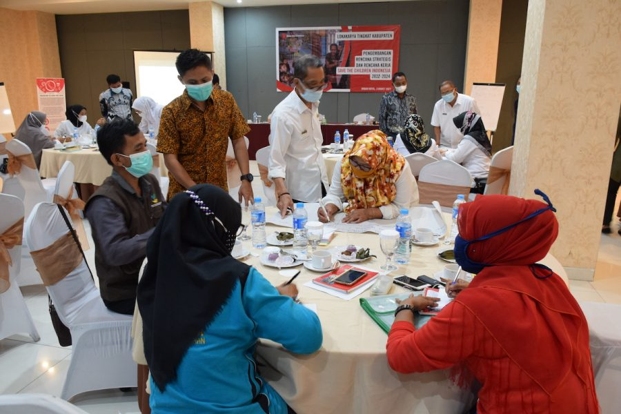 Foto lokakarya untuk menyusun rencana strategis Save the Children Indonesia 2022-2024